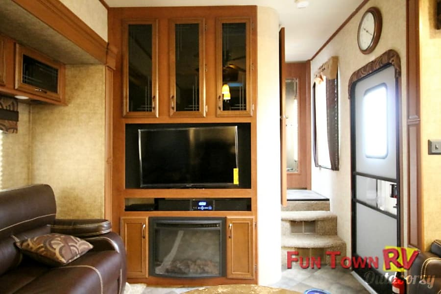 Brand new 5th wheel with quad rear bunk house and living room seating for 7+ Pilot Point, Texas Living Room