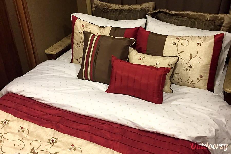 2016 Coachmen Mirada Select 37 LS Marietta, GA Queen Size Bed  ( Sleeps 2)