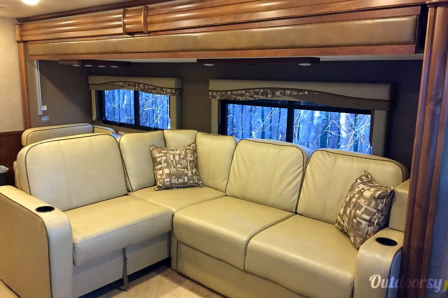 2016 Coachmen Mirada Select 37 LS Marietta, Georgia Leather L Shaped Couch with Pull out ( Sleeps 2)