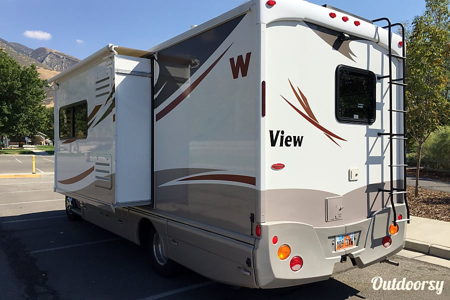 exterior Luxurious Winnebago in the Heart of National Parks Country Draper, UT