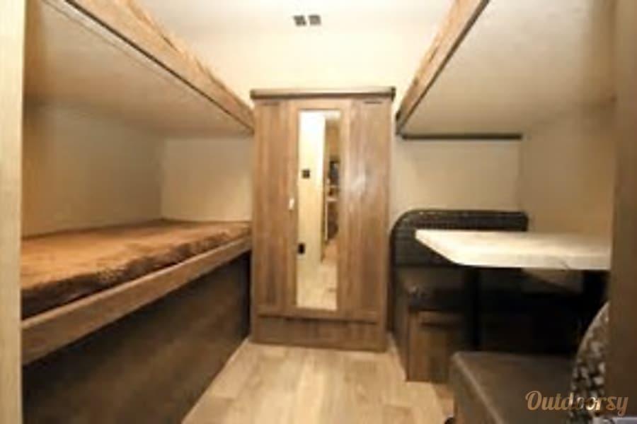 interior 2018 Forest River Vibe Extreme Lite 315BHK Austin, TX