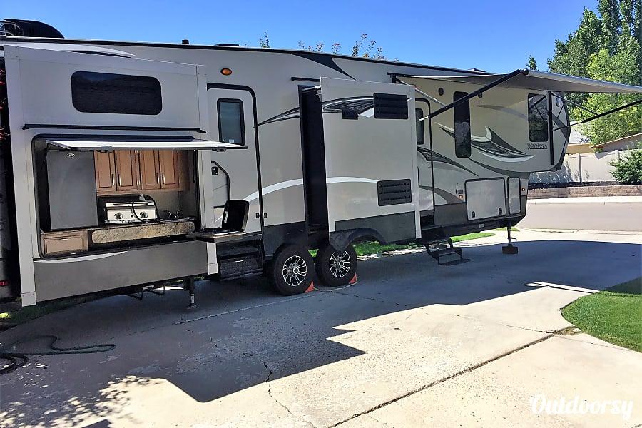 exterior 2015 Keystone Montana High Country Glendale , UT