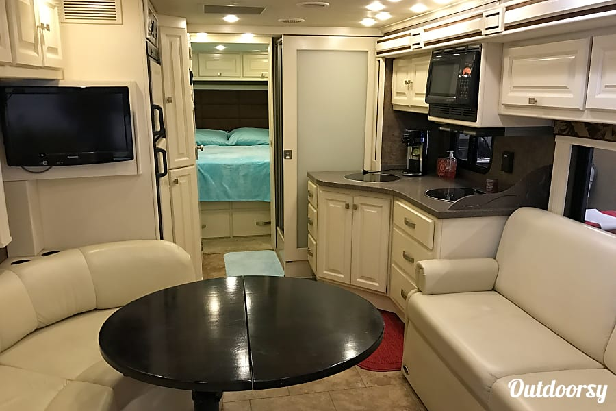 interior 2011 Tiffin Motorhomes Allegro Breeze Cochranton, Pennsylvania
