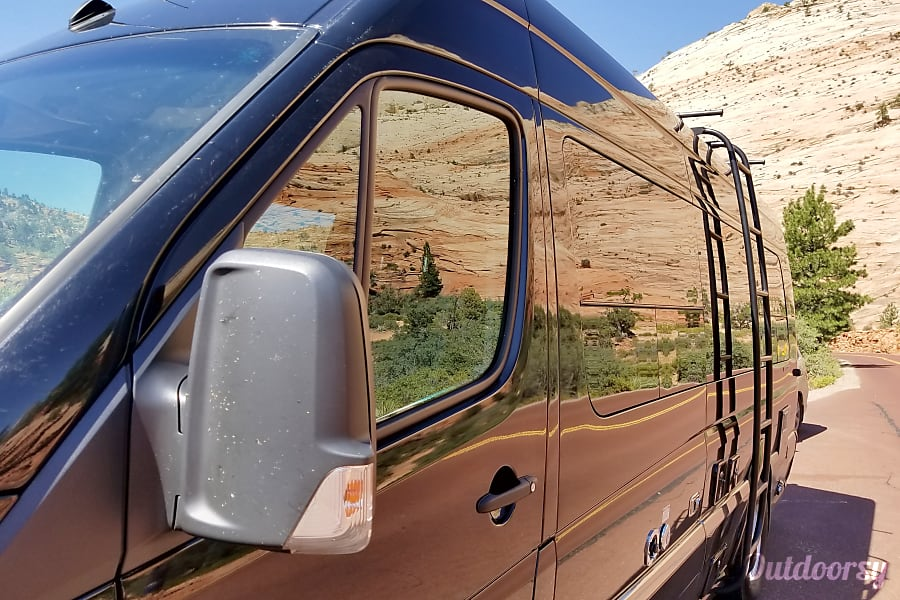 2017 Tommy Bahama edition AIRSTREAM INTERSTATE Grand Tour Tenafly, NJ Zion - Big Horn Sheep