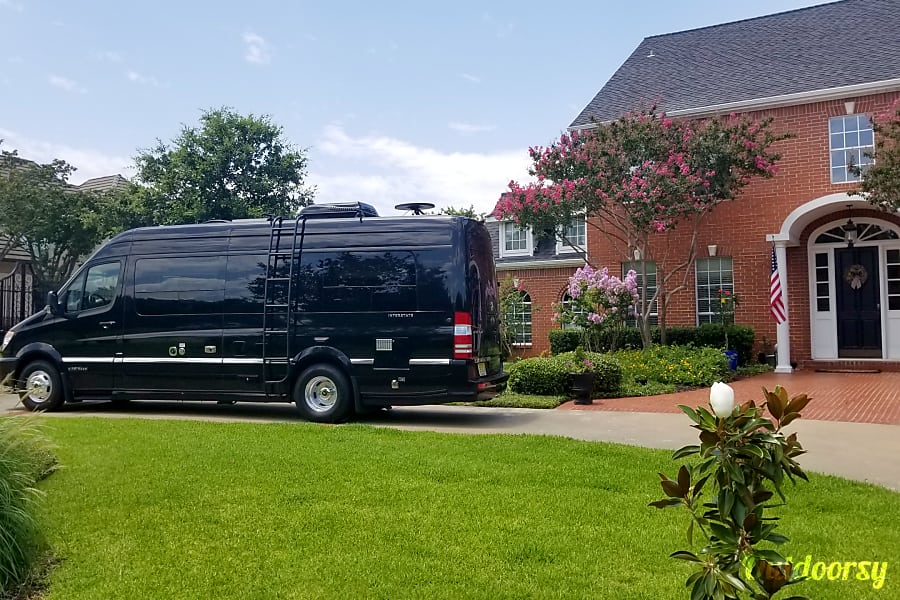 exterior 2014 AIRSTREAM INTERSTATE 9 Lounge Extended (Mercedes Benz 9 Passenger) Tenafly, New Jersey