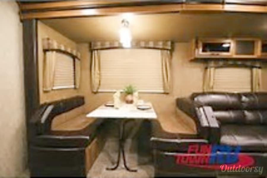 2013 Prime Time Tracer 3150 bhd Milford Charter Township, MI