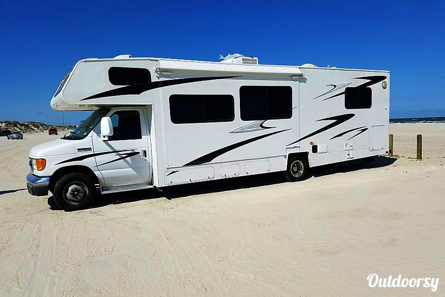 exterior 2009 Coachmen Sleep 8 Only 13k miles !! San Antonio, TX