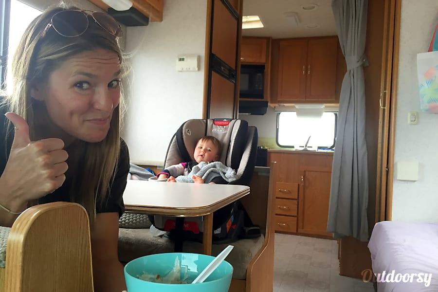 interior Eagle 5  - Sleeps 4 Adults 2 Kids - 2002 Itasca Spirit Truckee, CA