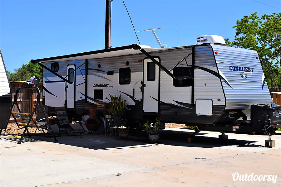 exterior 2017 Gulf Stream Conquest (36') Sweeny, TX