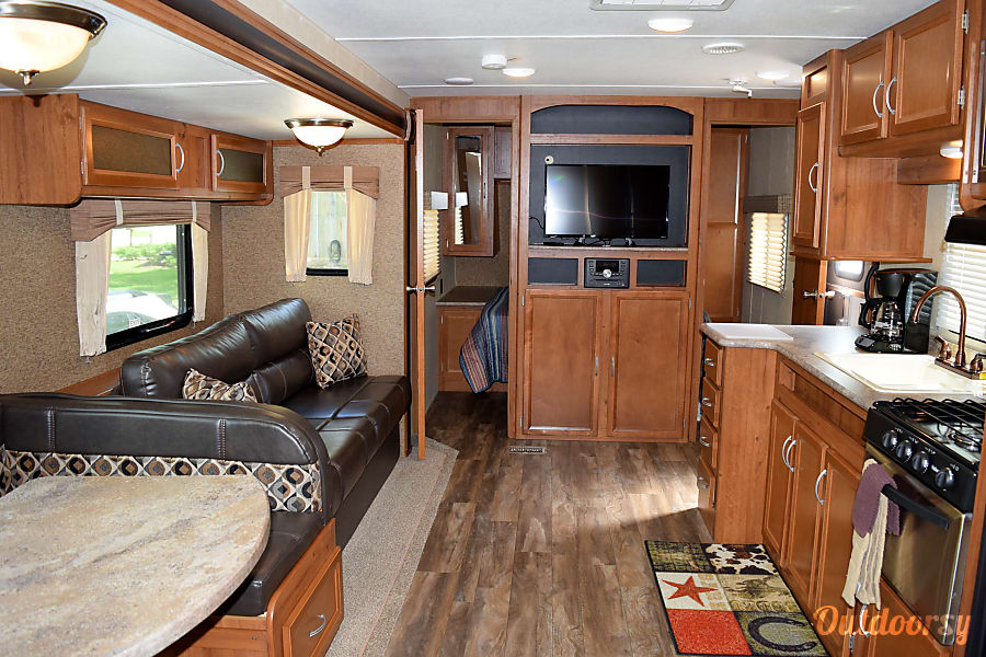 2017 Gulf Stream Conquest (36') Sweeny, TX Nice size TV in the living room and plenty of room for everyone.