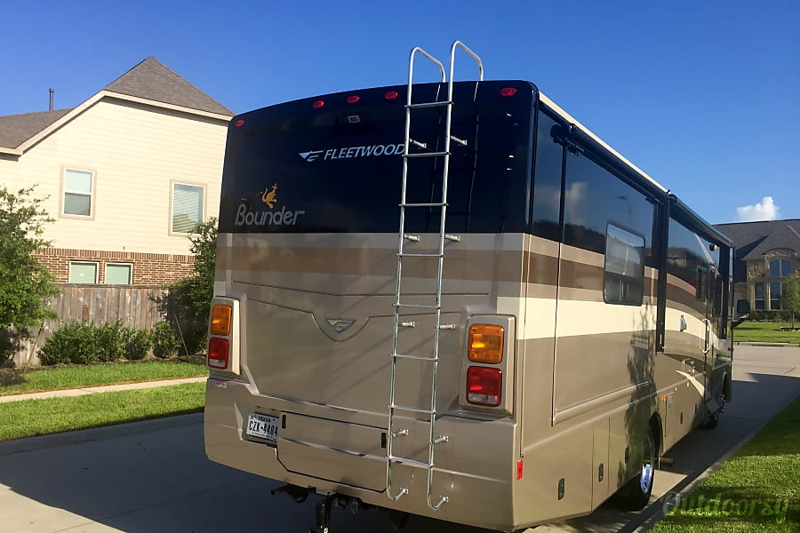 Luxury Living at its finest with this FLEETWOOD Bounder we make your Vacation dreams come true. Now Renting for the Holidays!!!! Richmond, TX