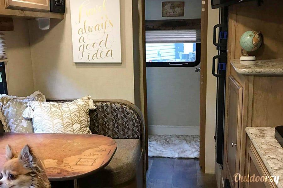Ultimate lightweight and trendy travel trailer! Nashville, TN
