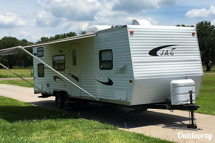 exterior 2005 K-Z Manufacturing Jag Winnie, TX