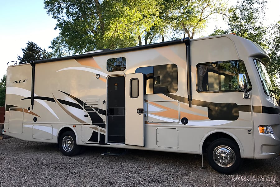 exterior 2015 Thor Motor Coach A.C.E Colorado Springs, CO