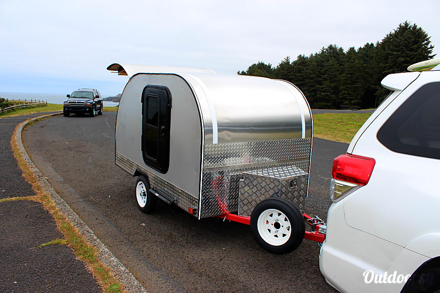 Teardrop Camp Trailer 2017 Bend, OR Easy to tow at only 800lbs