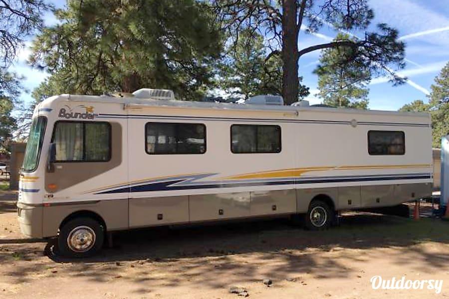 exterior Fleetwood Bounder Flagstaff, AZ