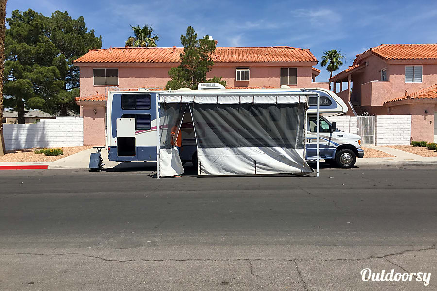 exterior FREE airport delivery - 31ft sleeps 10 people Las Vegas, Nevada