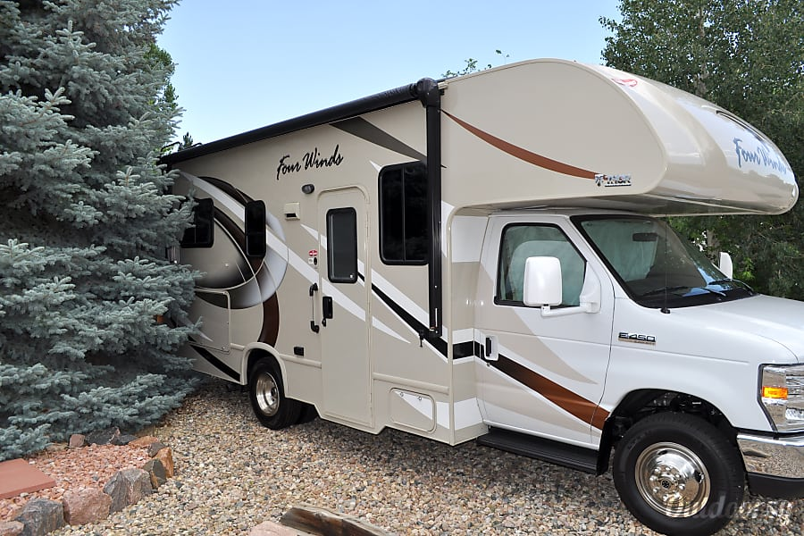 2017 Thor Motor Coach Four Winds Loveland, CO not too large so it fits in smaller spaces