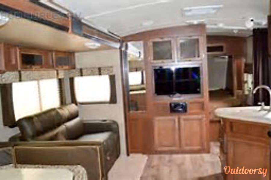 interior Family Friendly Value 2014 Aerolite Travel Trailer Pearland, Texas