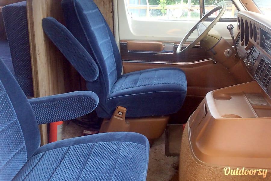 1978 Dodge Winnebago Portland, Oregon Driver & Passenger captain seats