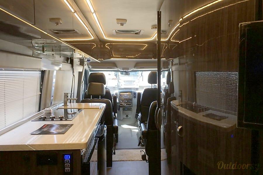 interior 34' Winnebago Era (55) San Marcos, CA