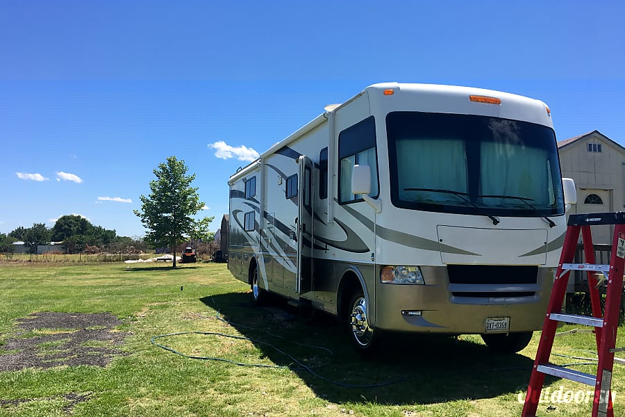 2011 Thor Motor Coach Hurricane Cross Roads, TX