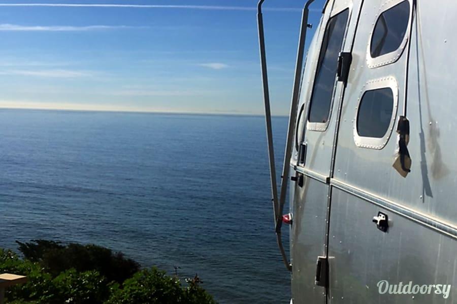 2014 Airstream International Ventura, California Loving it in Malibu!