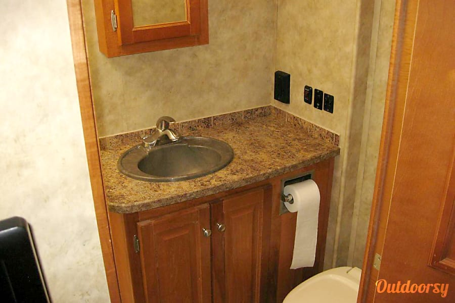 2008 Gulfstream Independence Grand Junction, CO Bathroom Sink & Toilet