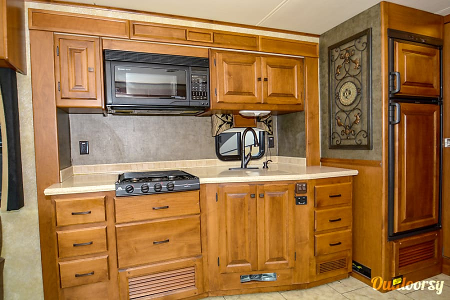 2011 Tiffin Allegro Open Road with a Super Easy Ride suspension San Antonio, Texas Kitchen
