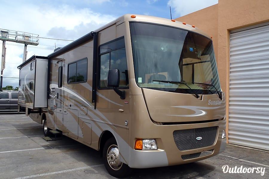 exterior Winnebago Sunstar 33 Miami, FL