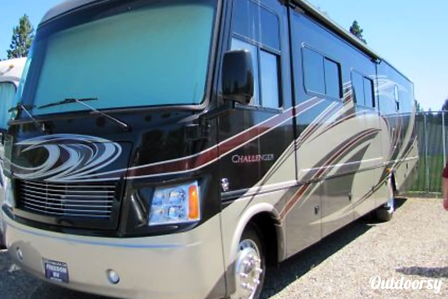 2014 Thor Motor Coach Challenger Secret Garden Henderson, Nevada Thor Challenger 37DT Better than New. All the Bells and Whistles.