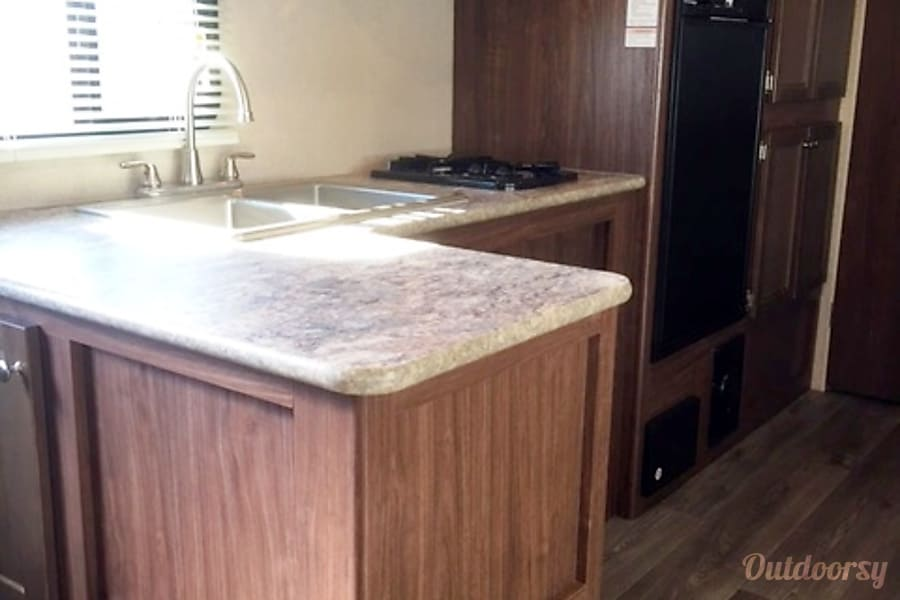 TT-6678 2017 Coleman Riverside, MO Kitchen