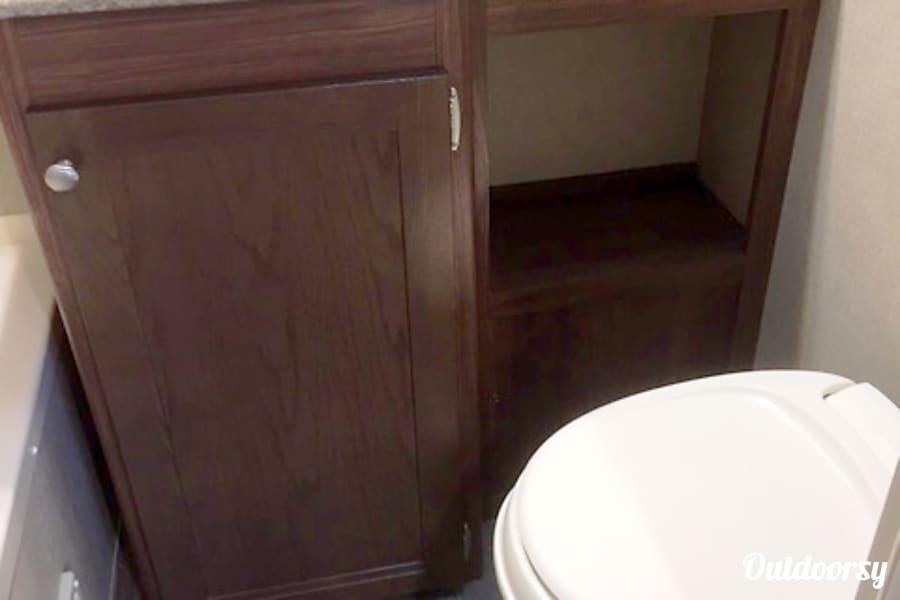 TT-6678 2017 Coleman Riverside, MO Bathroom