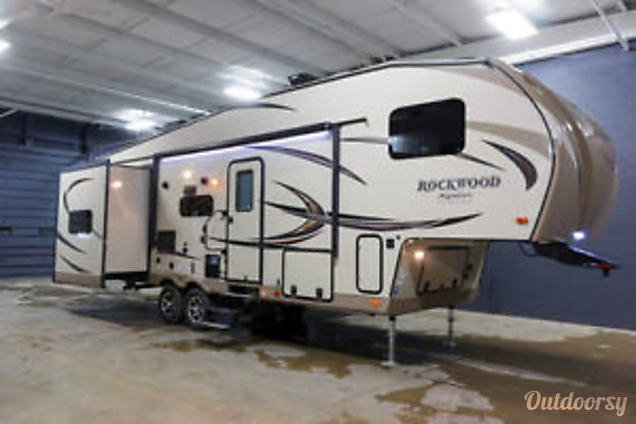 2017 Forest River Rockwood Signature Ultra Wayland, MI