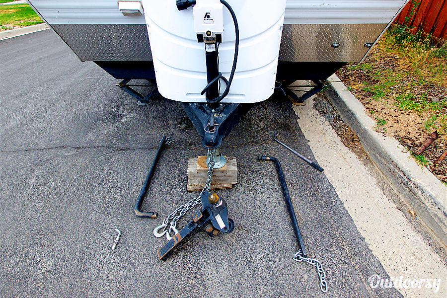 2006 Skyline Aljo Draper, Utah Electric jack stand. Anti-sway bar & hitch included