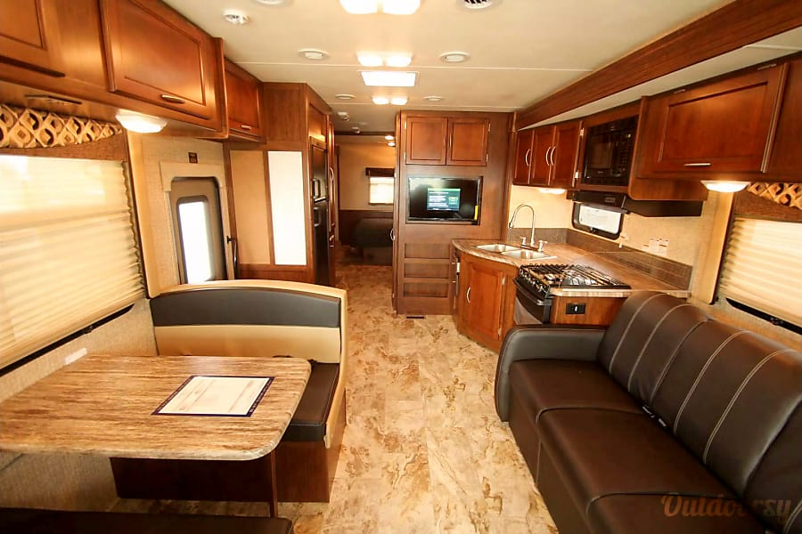 interior Immaculate 2016 Coachmen Pursuit w/ bunkbeds Homer Glen, IL