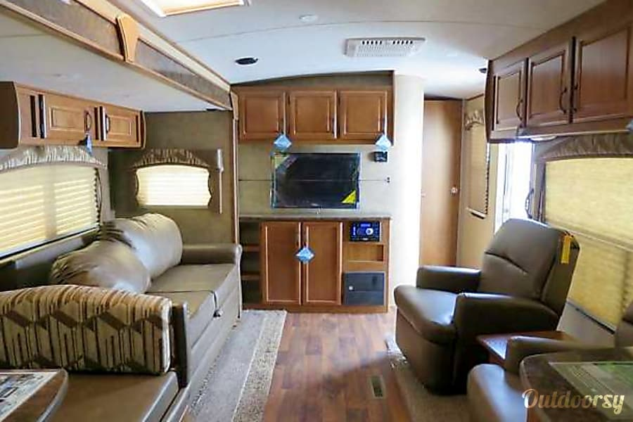 2016 Outdoors Rv Manufacturing Timber Ridge DELIVERY & SETUP TO YOUR LOCATION Folsom, California Viewed from kitchen area