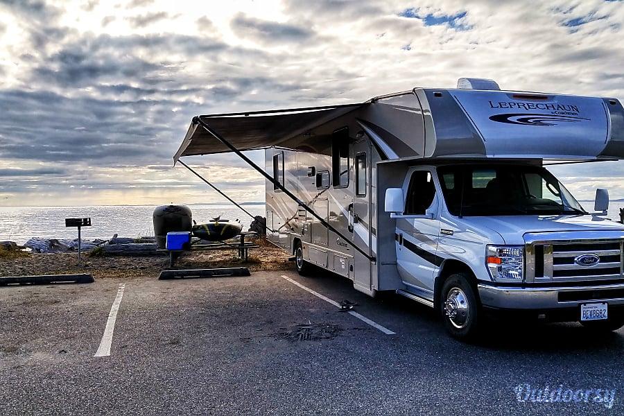exterior 2017 Coachmen 32' - Sleeps 8 Camas, WA