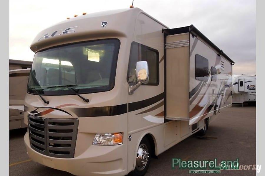 exterior 2015 Thor Motor Coach A.C.E Placerville, CA