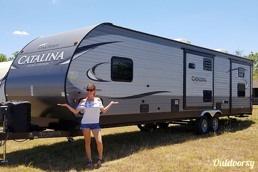exterior 2017 Coachmen Catalina Legacy Series Round Rock, TX