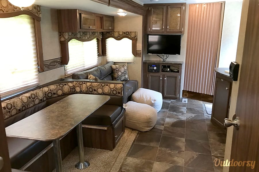 2016 K-Z Sportsmen - Awesome Family Vacations Start Here! Montgomery, Texas Main living area from master door