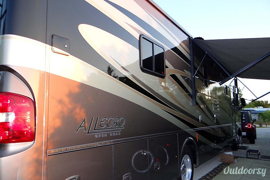 2013 Tiffin Motorhomes Allegro Open Road Motor Home Class