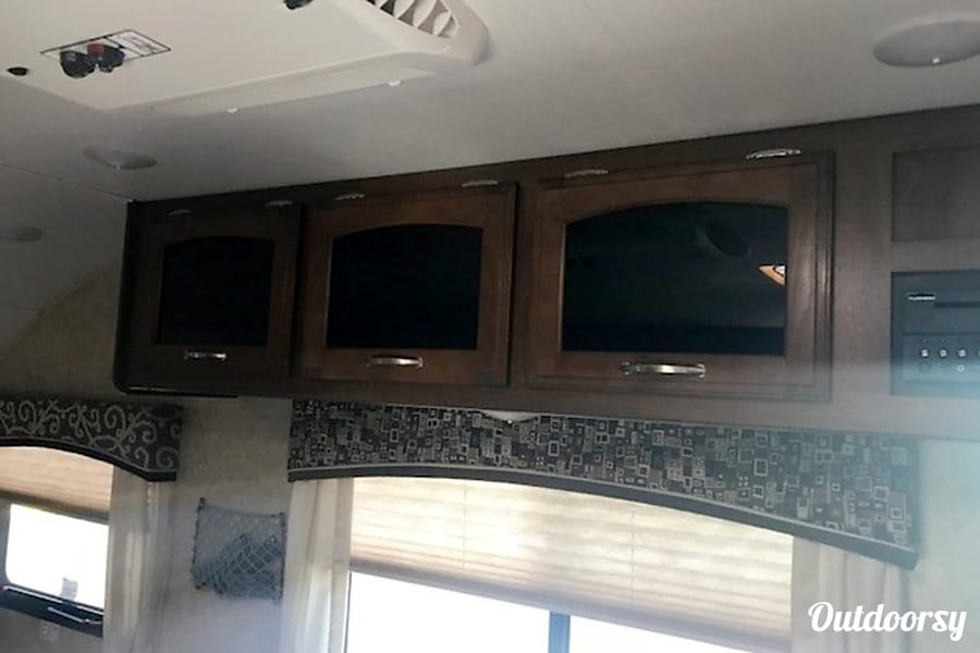 2017 Jayco Hummingbird 17RB Jacksonville, Fl Cabinets