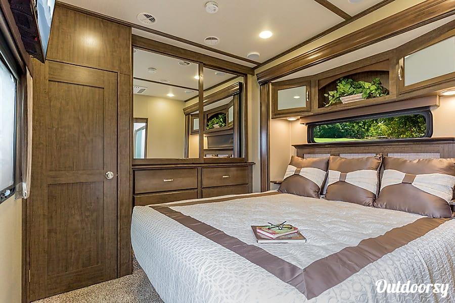 interior 2016 Grand Design Solitude 5th Wheel Spokane, WA