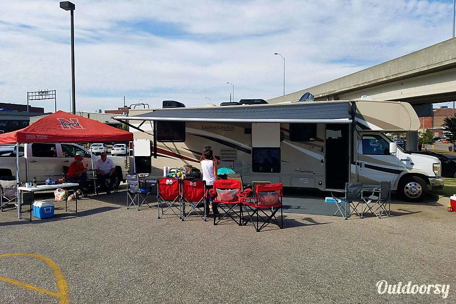 exterior 2016 Coachmen Leprechaun Magnolia, Texas