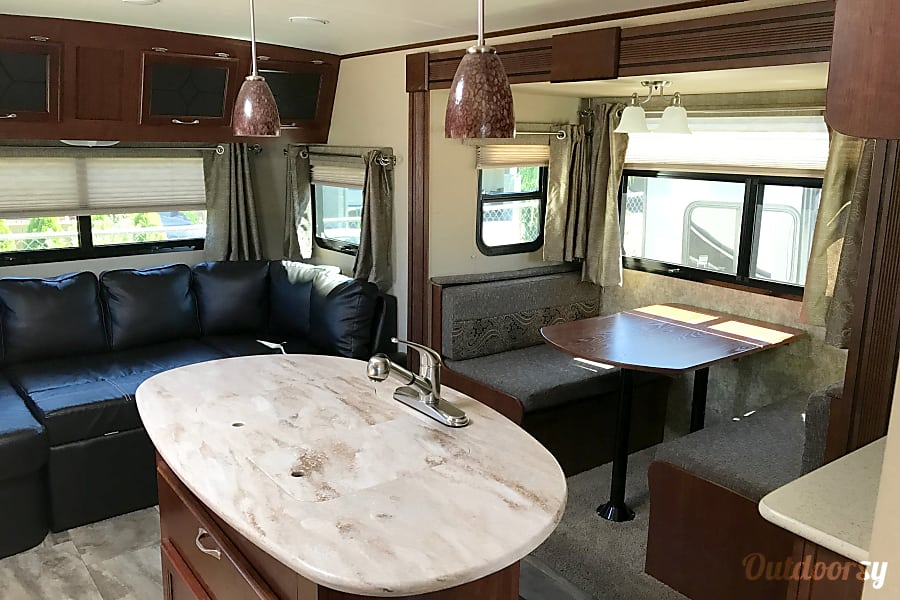 2015 Evergreen Element Monroe, WA Interior with large island