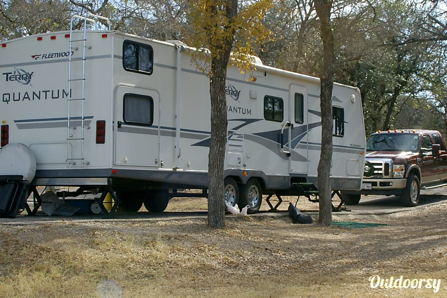 2005 Terry 32-ft Double Bunkhouse, Sleeps 10 Austin, TX
