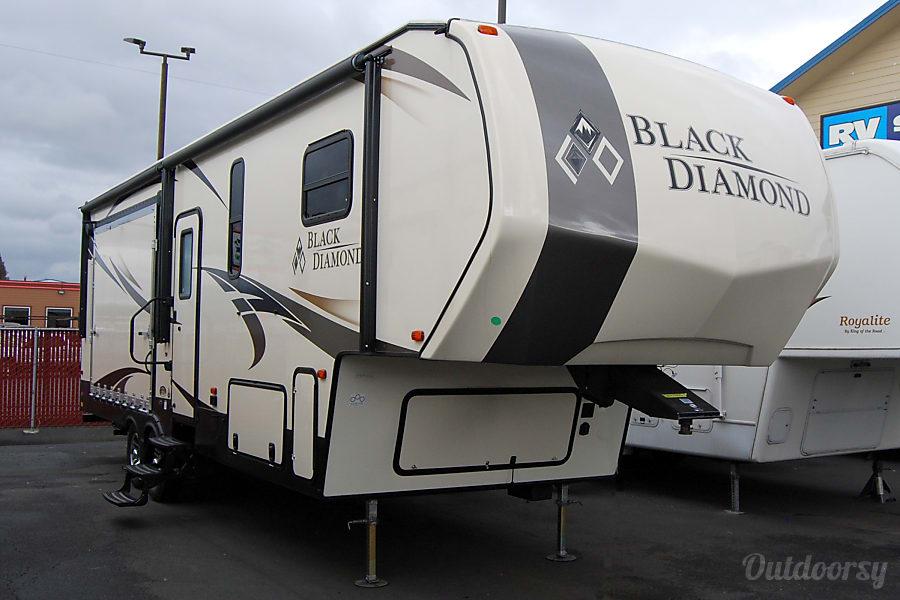 exterior 2017 Black Diamond 29RKPW Burlington, WA
