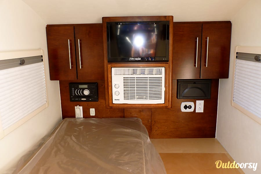 Joshua Tree Teardrop trailer Benicia, Ca Comfy interior with AC/Entertainment system and heat.