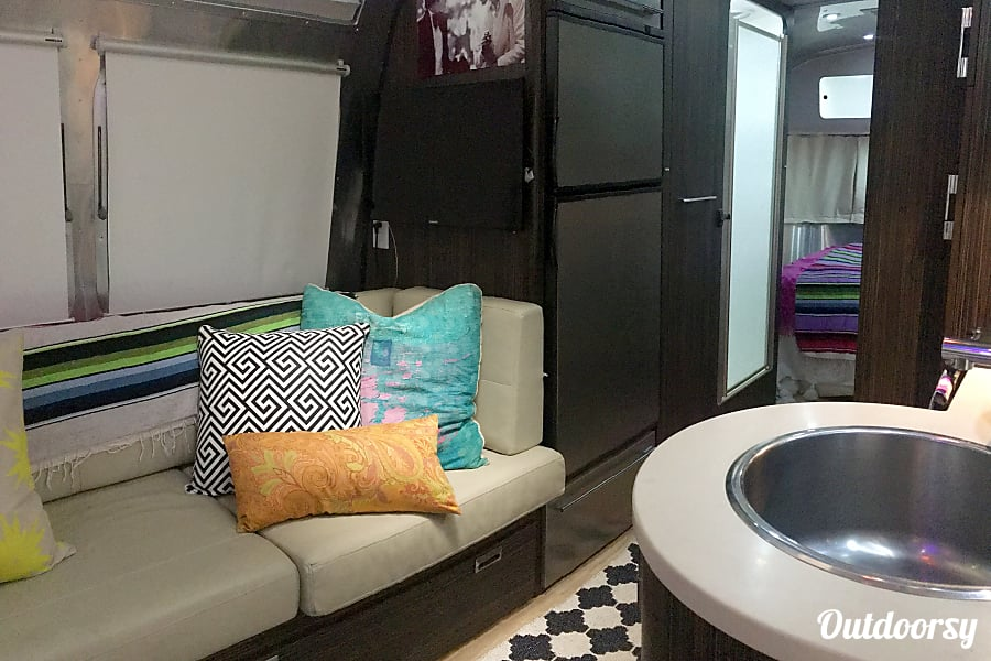 2014 Airstream International Ventura, California Living area with flat screen. Bench pulls out for additional sleeping area. Large fridge & freezer that will be chilled prior to your trip so its ready for your groceries.